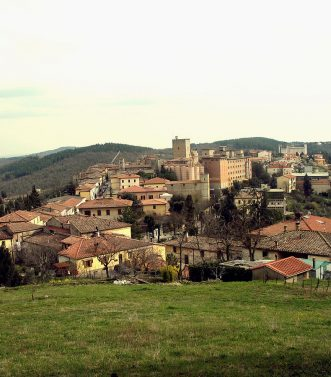 1200px-Castellina_in_Chianti