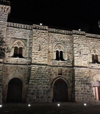 castello-caracciolo-ingresso